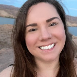 lyndsay@thebalancedbrunette.com'