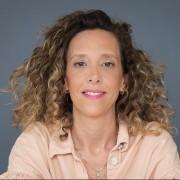 מיה פיינקייג - עובדת סוציאלית, בוגרת תכנית הנחיית קבוצות, מטפלת משפחתית וזוגית