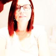 שירלי גילוץ - פסיכולוגית, מטפלת משפחתית וזוגית