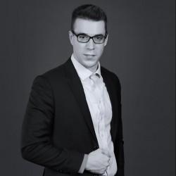 Lukas J. Hofer